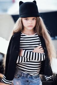 niña con sombrero